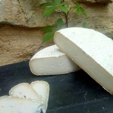 """Quesos de pueblo: productos alimentarios artesanales que reactivan la vida en los pueblos, con """"La dicha Marbana"""" y Repueblo"""